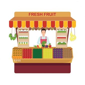 Fruit en groenten detailhandel eigenaar in zijn eigen winkel.