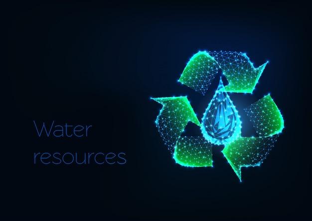 Futuristisch gloeiend laag veelhoekig groen kringloopteken met waterdaling op donkerblauwe achtergrond.