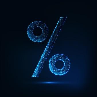 Futuristisch gloeiend laag veelhoekig percentageteken dat op donkerblauw wordt geïsoleerd.