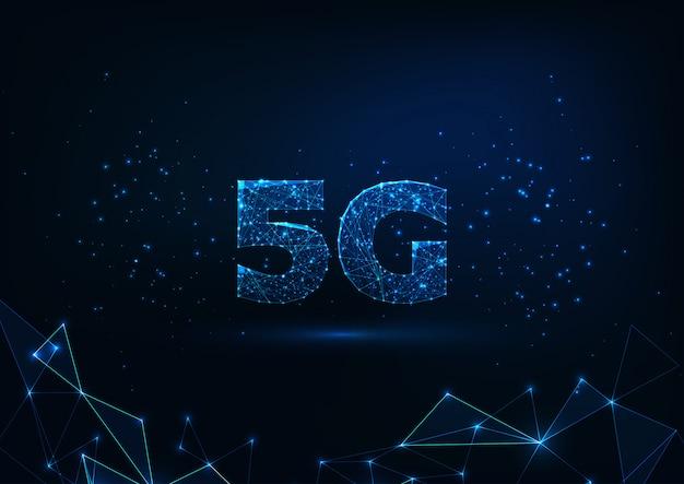 Futuristisch gloeiend laag veelhoekig snel 5g-internetverbindingsconcept op donkerblauwe achtergrond.