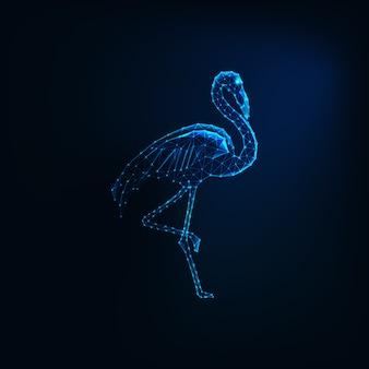 Futuristische gloeiende lage veelhoekige staande flamingo