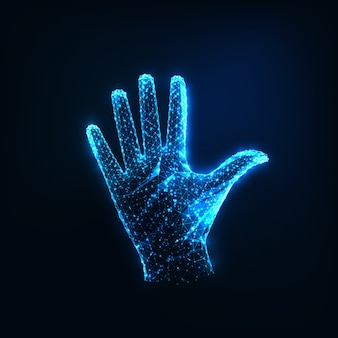 Futuristische gloeiende lage veelhoekige verhoogde open vrouwelijke hand geïsoleerd op donkerblauwe kleur.