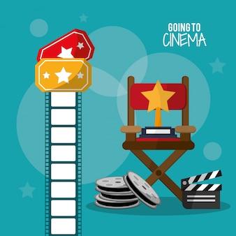 Gaan naar cinema reel clapper filmstrip en tickets