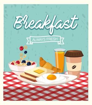 Gebakken eieren met gesneden brood en koffie plastic beker