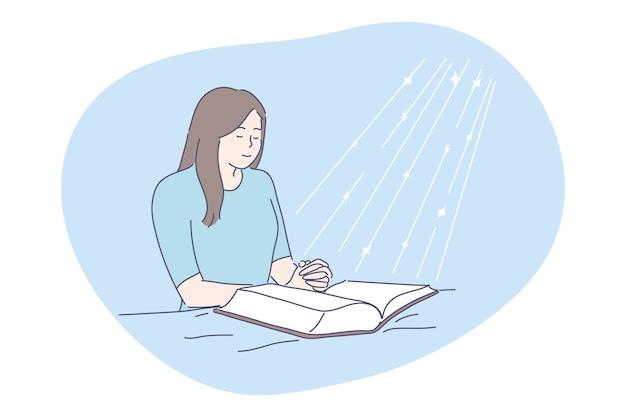 Gebed, religie, bijbelconcept. jonge gelukkig religieuze vrouw bidden boven open bijbel op bed.