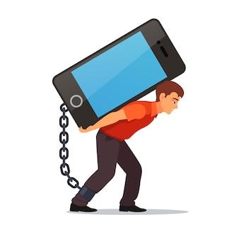 Gebogen man die grote en zware mobiele telefoon draagt