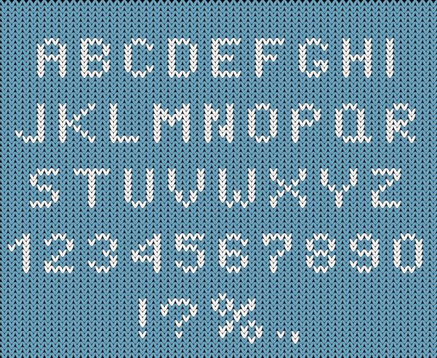 Gebreide gestileerde alfabet en cijfers instellen. winterseizoen abc, hoofdletters