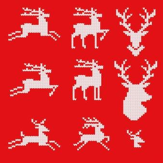 Gebreide iconen van rendieren voor het tekenen van wenskaarten en reclame voor kerstmis en nieuwjaar.