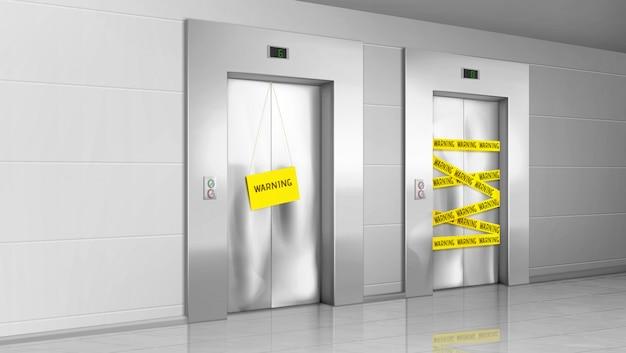 Gebroken gesloten lift met waarschuwingsstreep