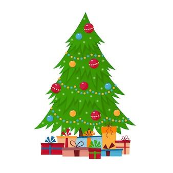 Gedecoreerde kerstboom met geschenkdozen, lampjes, decoratieballen en lampen