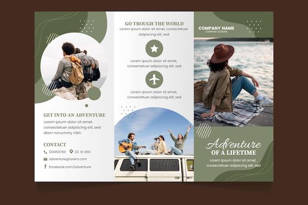 Gedetailleerd avontuur driebladige brochure sjabloon