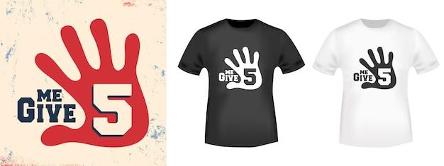 Geef me een afdrukstempel met 5 t-shirts