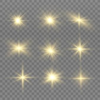 Geel gloeiend licht ontploft op een transparante achtergrond. heldere ster.