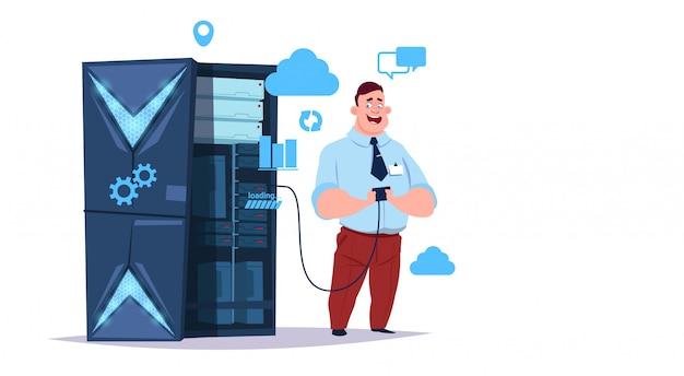 Gegevensopslag cloud center met hosting servers en personeel. computertechnologie netwerk en database internet center communicatie ondersteuning