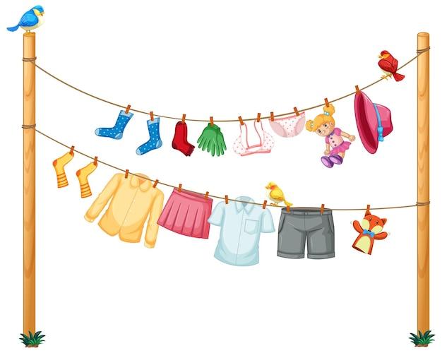 Geïsoleerde kleren die op waslijn op witte achtergrond hangen