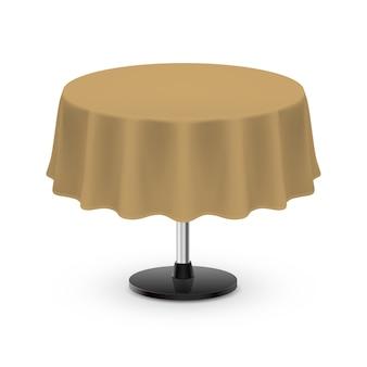 Geïsoleerde lege ronde tafel met tafelkleed in beige kleur op wit