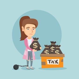 Geketende zakenvrouw met zakken vol met belastingen.