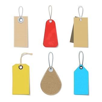 Gekleurde en heldere etiketten en markeringen realistische pictogrammen die voor kleren worden geplaatst