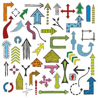 Gekleurde hand getrokken getekende pijlen in verschillende vormen instellen.