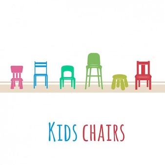 Gekleurde kinderen stoelen