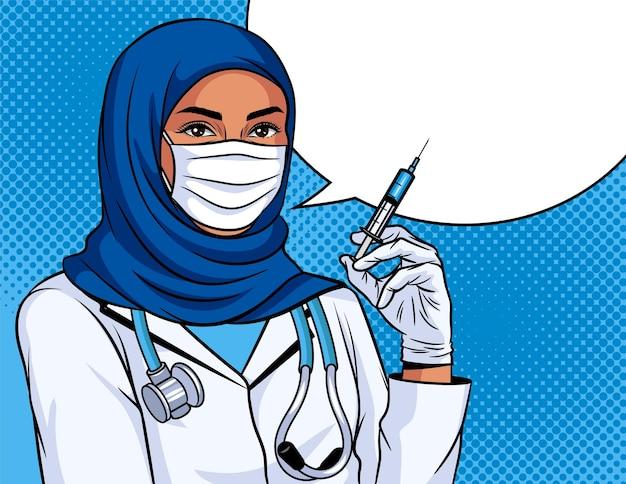 Gekleurde vectorillustratie in pop-art stijl. vrouw arts met een spuit in haar hand. vaccinatie poster. moslimverpleegster die een traditioneel hoofddeksel draagt. medische werker met beschermend masker op gezicht