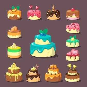 Gelaagde taarten met platte set van room en fruit. versierde lekkernijen. geglazuurde bakkerijproducten. zoetwaren. gelaagde verjaardagstaarten met topping.