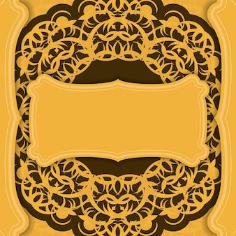 Gele achtergrond met grieks bruin patroon en plaats voor logo of tekst