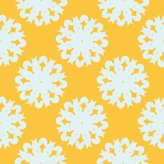 Gele bedauwde naadloze patroon met witte vintage ornamenten. behang in een vintage stijlsjabloon. indiase bloemenelement. grafisch ornament voor stof, verpakking, verpakking.