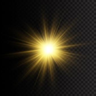 Gele gloeiende lichten en sterren. de ster barstte van schittering. speciaal effect geïsoleerd op transparante achtergrond. een flits van de zon met stralen en schijnwerpers.