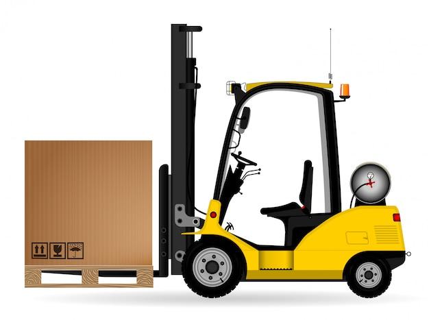 Gele magazijn heftruck met een kartonnen doos op de pallet. zijaanzicht. opslag, levering en transport van goederen. zijaanzicht.