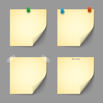 Gele papieren met pennen en scotch