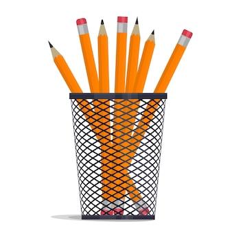 Gele potloden in houdermand, tekenmateriaal in een organisatiedoos van een grille-kantoor, metalen roostervaas.