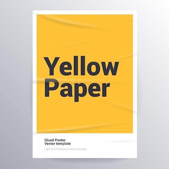 Gelijmde gele poster met nat gerimpeld effect. sjabloon van gelijmd papier met licht- en schaduwborstels om elke rimpelstructuur te creëren