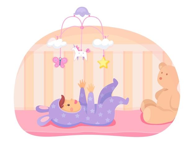 Gelukkig babymeisje liggend in wieg en spelen met mobiel, cartoon opgehangen speelgoed sterren, eenhoorn, vlinder, wolken. pasgeboren personage in schattige konijnenjumpsuitkleren. grote zachte teddybeer.