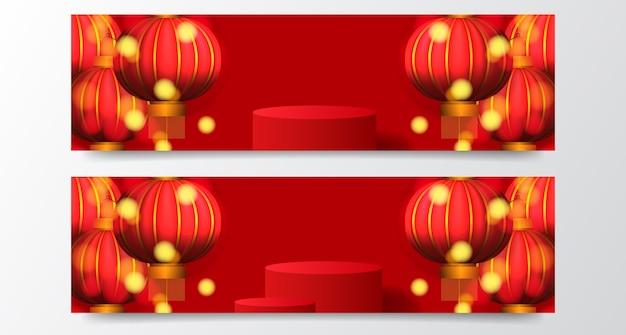 Gelukkig chinees nieuwjaar met sokkel podium product display banner sjabloon met hangende traditionele lantaarn en rode achtergrond