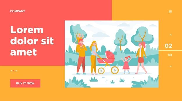 Gelukkig gezin met kinderen wandelen in het stadspark. ouders koppelen kinderwagen met baby buitenshuis. platte vectorillustratie voor weekend, vrije tijd, recreatie, lifestyle-concepten