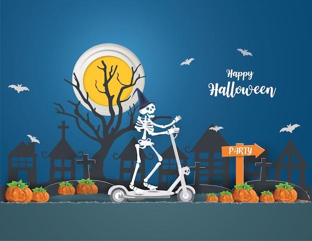 Gelukkig halloween-concept met skeletten die op een elektrische scooter rijden, gaan vrijdag 13 nacht naar feest.