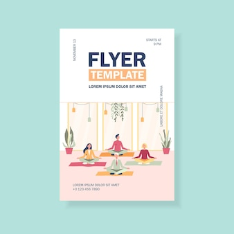 Gelukkig kantoorpersoneel doen yoga, zittend in lotus houding op matten en mediteren flyer-sjabloon