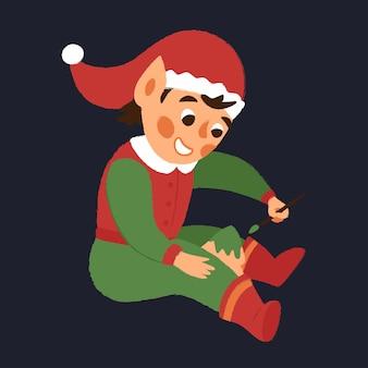 Gelukkig kerstelf helpt speelgoedgeschenken te maken.