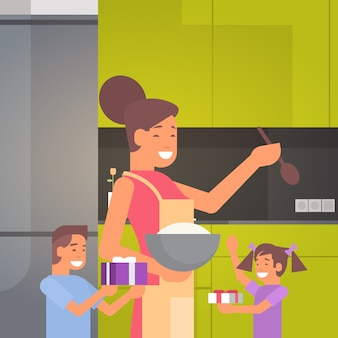 Gelukkig lachend moeder met kinderen in keuken groet moederdag, lente vakantie