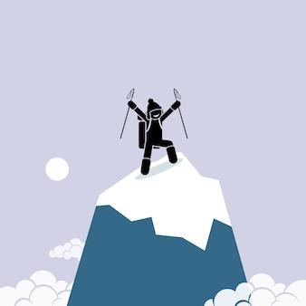 Gelukkig man klimmen met succes op de top van de berg.