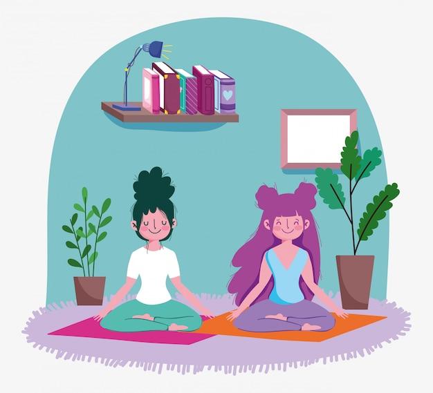 Gelukkig meisje beoefenen van yoga op mat in de kamer met planten, oefeningen thuis