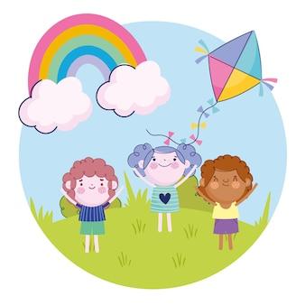 Gelukkig meisje en jongens met vlieger regenboog buiten cartoon, kinderen illustratie