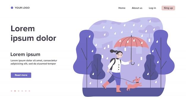 Gelukkig meisje hond wandelen in de regen