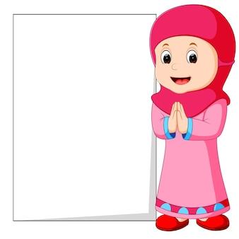 Gelukkig moslim meisje cartoon bedrijf leeg teken