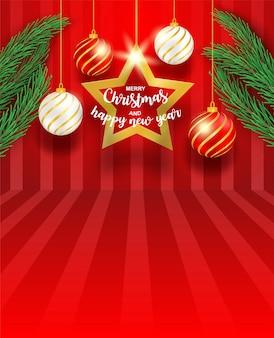 Gelukkig nieuwjaar en vrolijk kerstfeest. ontwerp met kerstboom, ster en producttribune op rode achtergrond.