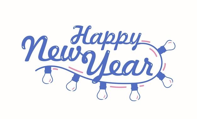 Gelukkig nieuwjaar feestelijke belettering geschreven met cursief kalligrafisch lettertype. handgeschreven vakantiewens versierd met lichte slinger. decoratieve compositie of ontwerpelement. seizoensgebonden vectorillustratie.