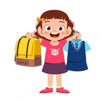 Gelukkig schattig klein meisje meisje uniform voorbereiden op school