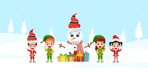 Gelukkig schattige jongen jongen en meisje en sneeuwpop zwaaien en vrolijke charisma's vieren