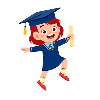 Gelukkig schattige kleine jongen meisje afgestudeerd aan school
